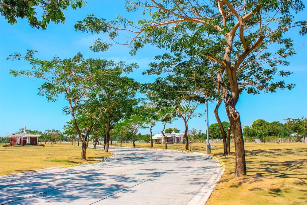 Iloilo Roads and Lawns