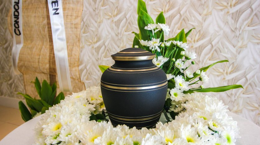 Cremation Package Urns and Flowers