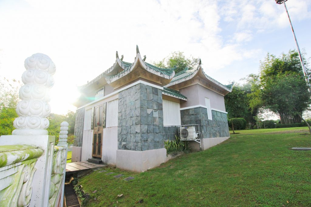 How much does mausoleum cost in the Philippines?